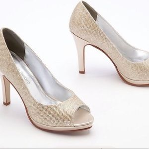 David's Bridal Women's Wedding Shoes Pump Heels